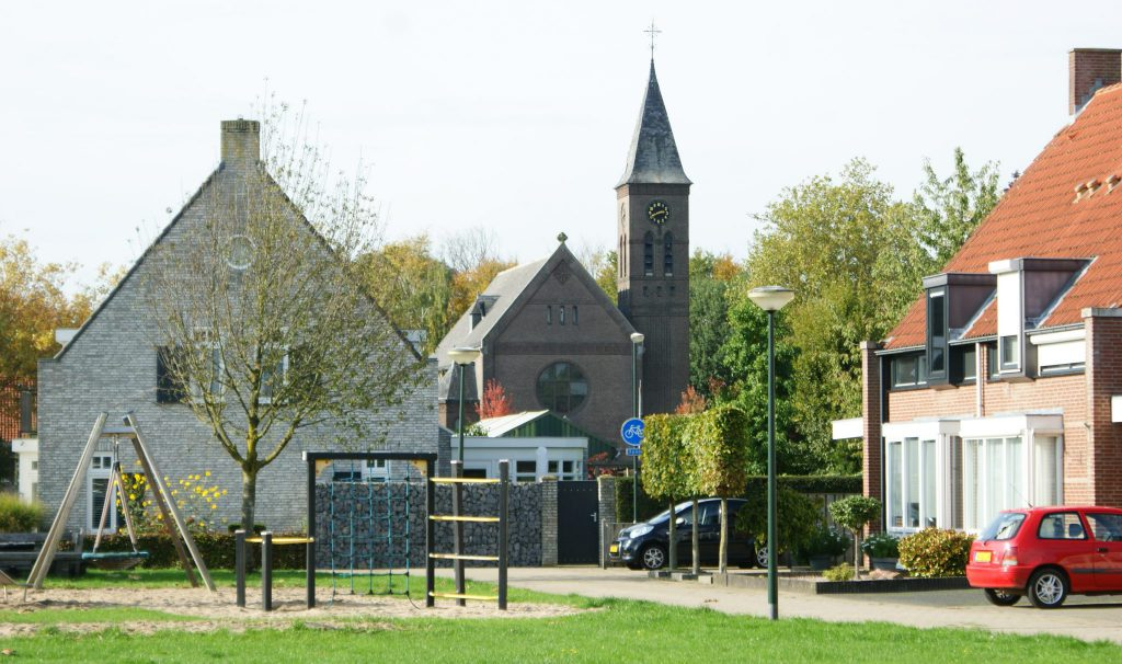 Lennisheuvel - zicht op Sint Theresiakerk