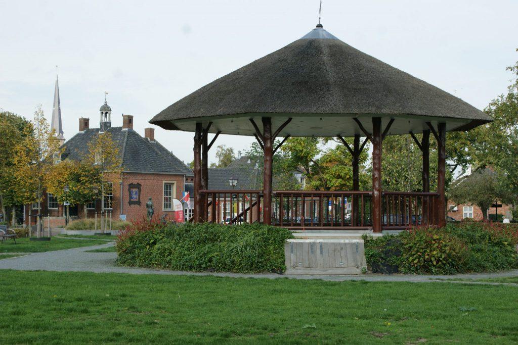 Liempde-Concordiapark-met-kiosk-en-oud-raadhuis